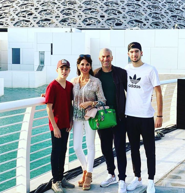 صور: زيدان مع عائلته في هذه الدولة العربية