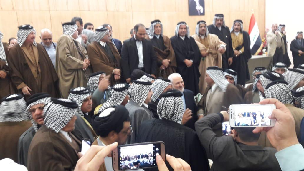 صور: بعد النجف.. شيوخ عشائر ومسؤولون في كربلاء باستقبال ظريف