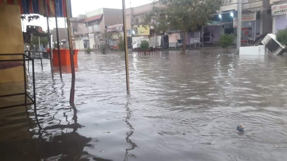بالصور والفيديو: الامطار تغرق شوارع هيت في الانبار