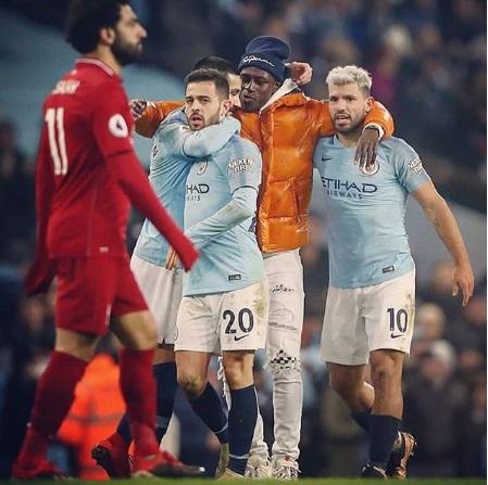 صورة: لاعب الستي يتسبب في أزمة اثناء مباراة ليفربول