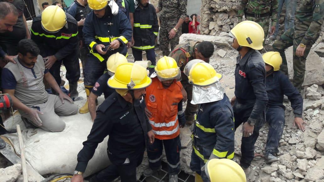 صور: مصرع شخصين واصابة 7 بانهيار منزل في الانبار