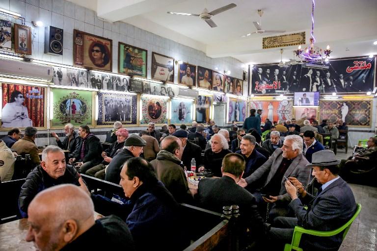 """صور: مقهى كوكب الشرق """"يحتضر"""" في شارع الرشيد وسط بغداد"""