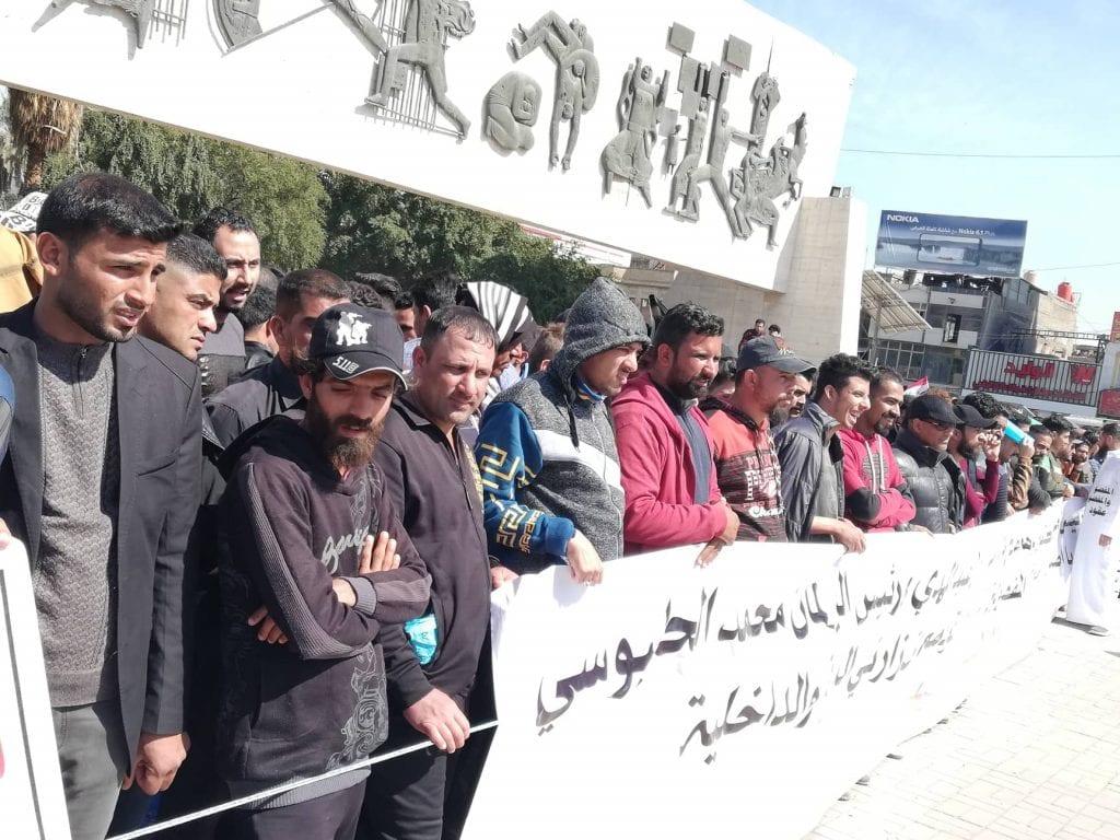 صور: مفصولو الداخلية والدفاع يتظاهرون وسط بغداد