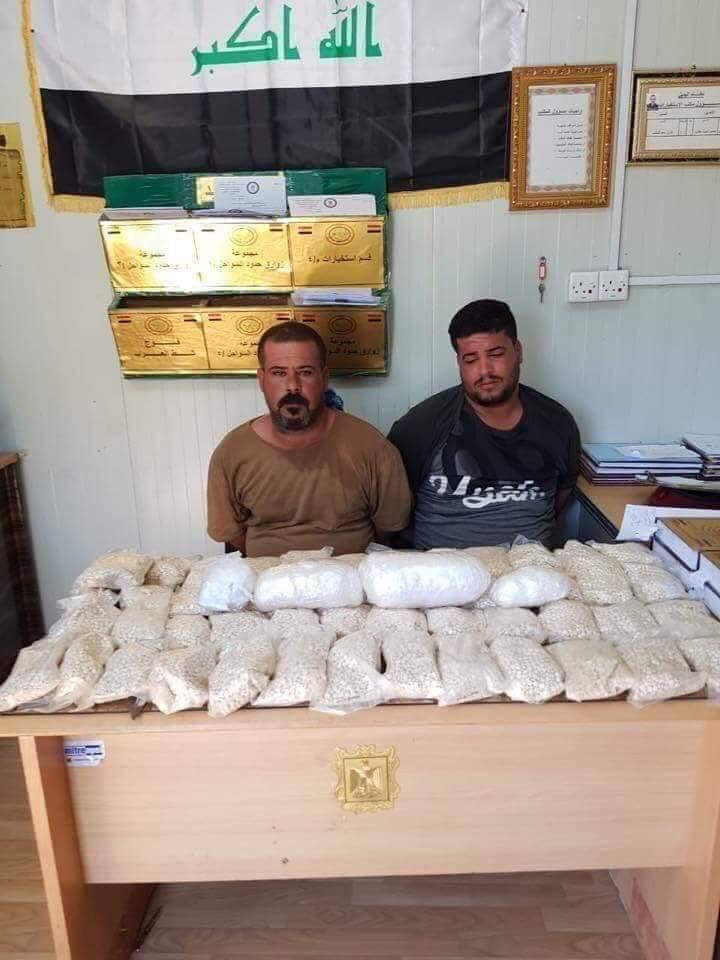 """صور: ضبط زورق محمّل بـ """"ملايين الحبوب المخدرة"""" والكرستال قادماً من ايران"""