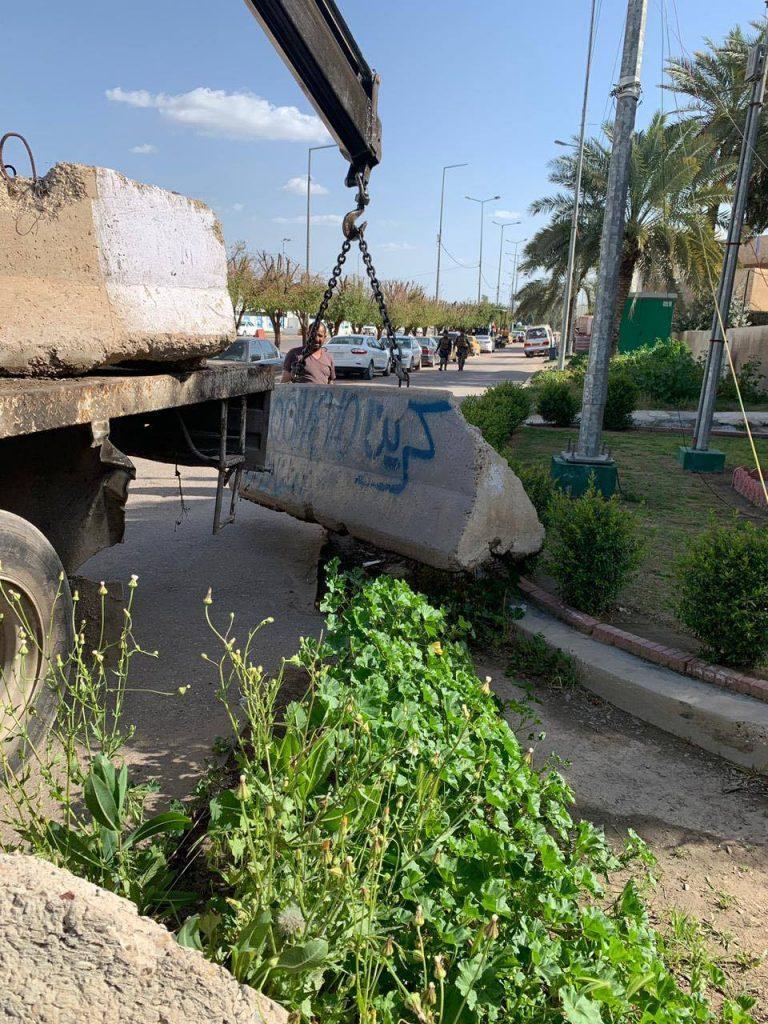 أمانة بغداد ترفع الحواجز الكونكريتية حول مقتربات ساحة النسور (صور)