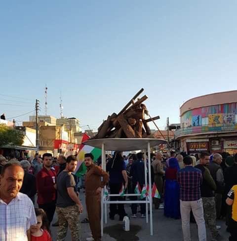 """صور: """"سيلفيات"""" واحتفالات مشتركة بنوروز بين القوات الاتحادية وكرد كركوك"""