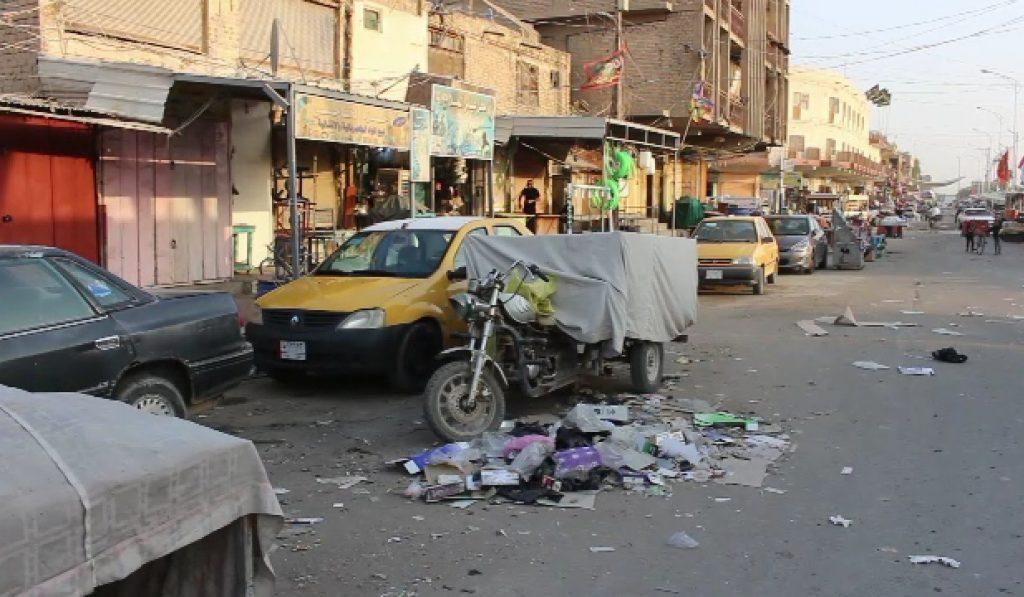 النفايات تجتاح شوارع الديوانية وتساؤلات عن دور ثلاث لجان خدمية!