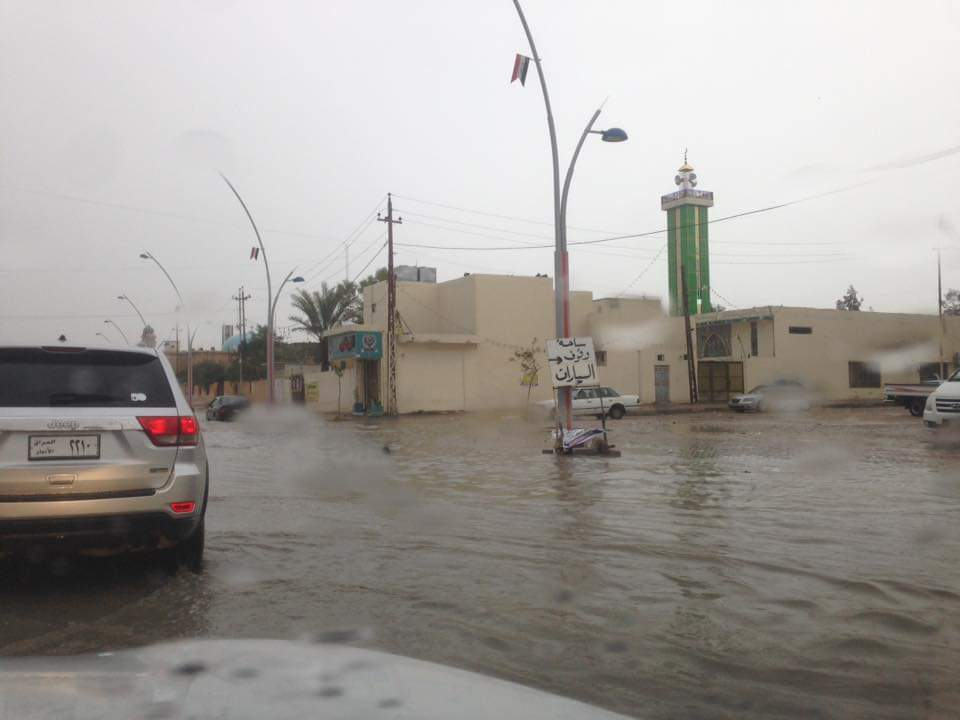 الأمطار تغرق شوارع الرمادي (صور)