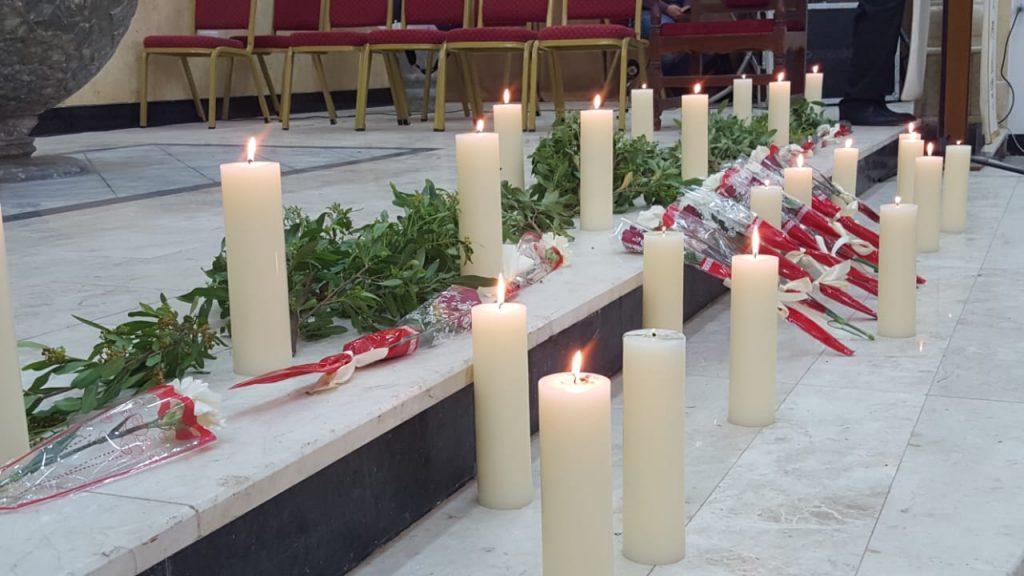 """صور: مسيحيو الموصل يوقدون الشموع على ارواح ضحايا """"العبّارة"""""""