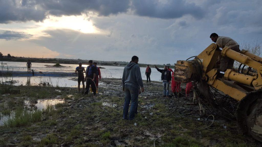 """صور: استخراج """"العبارة المشؤومة"""" من مياه دجلة بعد يومين من الفاجعة"""