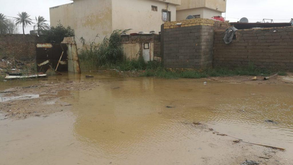صور من  الديوانية: بحيرات في الطرق والأحياء السكنية بسبب الأمطار