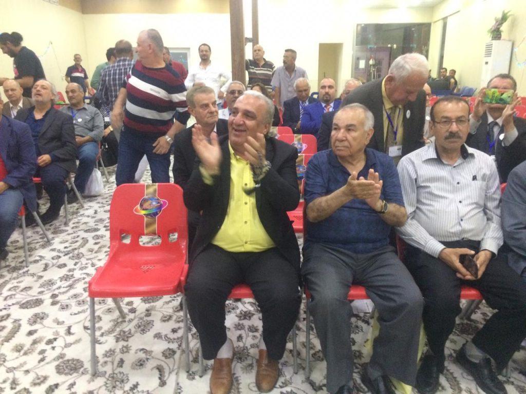 """صور: عراقيون سريان يكتبون مطالبهم بخط اليد بعد احتفالات """"اكيتو"""""""