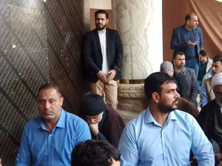 الصدر يحضر صلاة مسجد الكوفة.. مأموماً (صور)