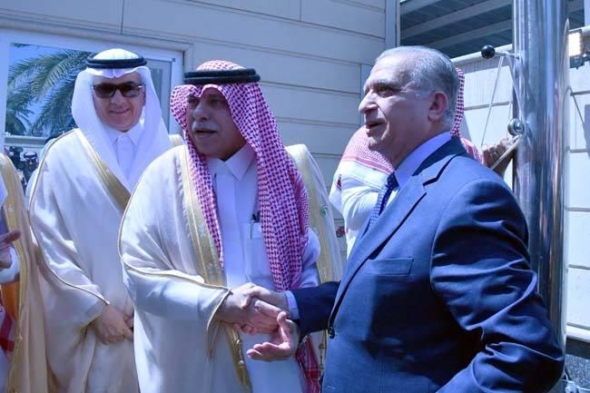 صور: وزير الخارجية العراقي يرفع العلم السعودي على سارية قنصلية الرياض في بغداد