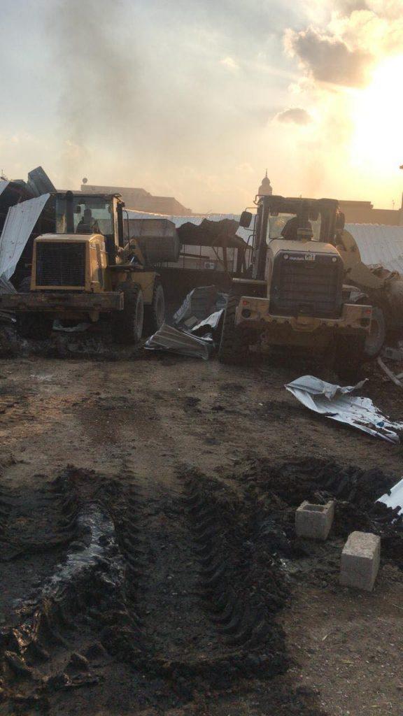 صور.. أمانة بغداد تشن حملة لإزالة حظائر المواشي في العاصمة