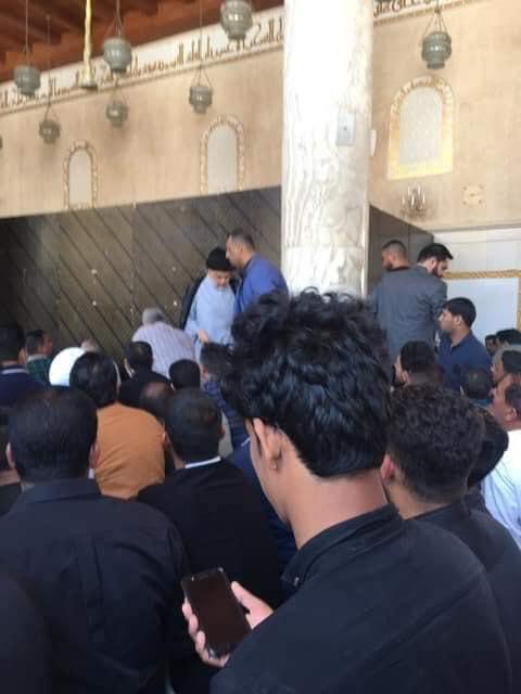 بعد أن غادر الصلاة منزعجا.. الصدر لأنصاره: لاتؤذوني!