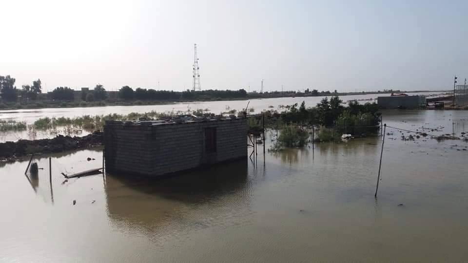 صور: الفيضانات تجبر اهالي قضاء في ميسان على ترك منازلهم