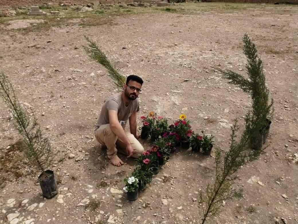 """صور: شبّان أنباريون يباشرون بإعمار المقبرة المسيحية في """"حديثة"""""""