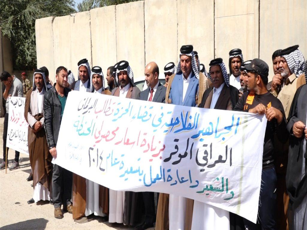 """صور: مزارعو الديوانية يتظاهرون للمطالبة بتعويضهم جراء """"الامطار والسيول"""""""