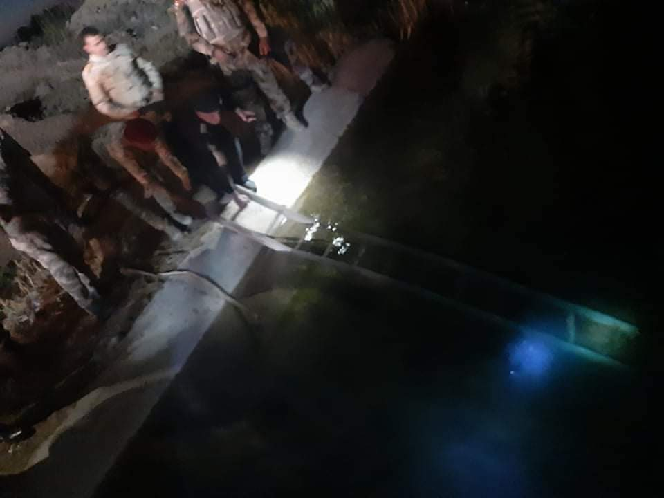 """صور: العثور على جثة """"بائع جوال"""" قرب سيطرة الصقور في الأنبار"""