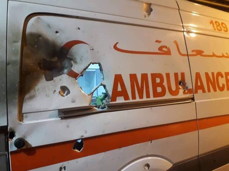 """صور: استهداف سيارة اسعاف تقل مريضاً بـ """"عبوة ناسفة"""" في كركوك"""