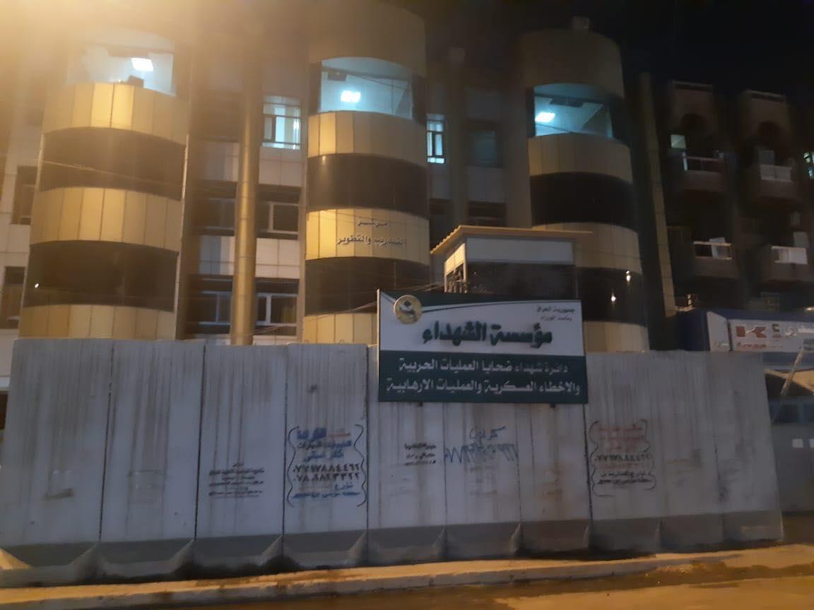 صور: رفع كتل كونكريتية من شارع وسط بغداد مغلق منذ سنوات طويلة