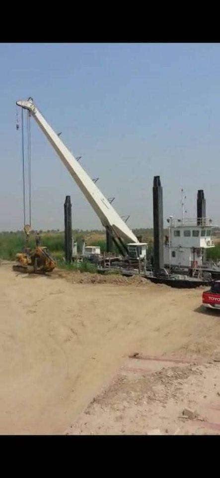 """صور: لأول مرة في العراق.. الصناعة تنتج """"8 رافعات نهرية"""" بحمولة 60 طنا"""