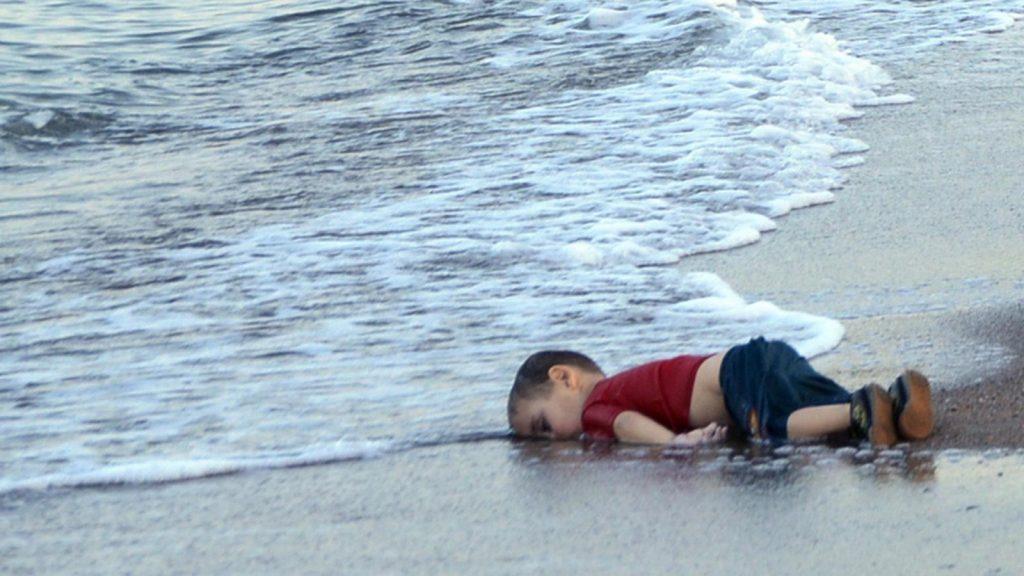 خنکانی باوک و کچێکی پەنابەر، ئالان کوردی بیری جیهان هێنایەوە