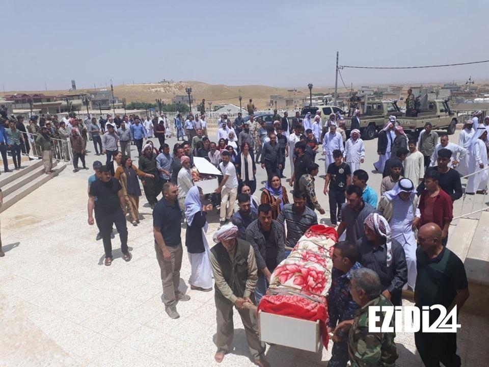 وداع حزين في سنجار لشابين توفيا أثناء مواجهة النيران المجهولة(صور)