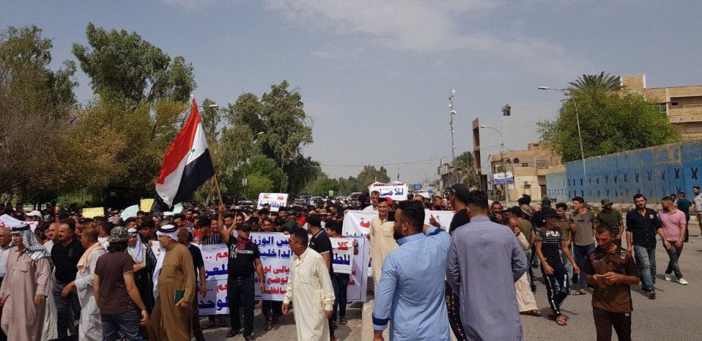 تظاهرات أمام قيادة شرطة ديالى للمطالبة بإقالة قائد شرطة المحافظة (صور)