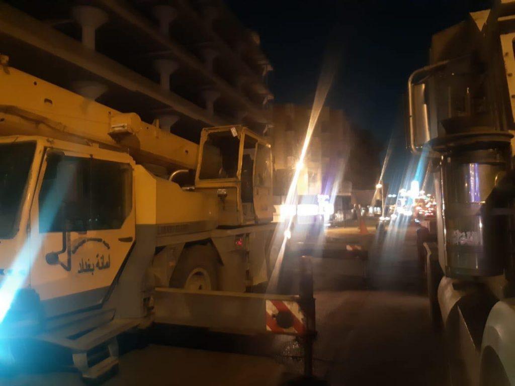 إزاحة الكتل الكونكريتية عن جسر السنك في بغداد