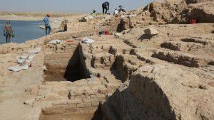 """الجفاف يكشف قَصْرا في الموصل يعود لـ """"مملكة ميتاني الغامضة"""" (صور)"""