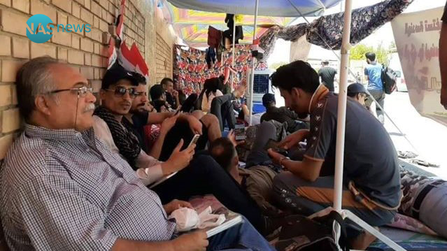 """بعد مهندسي النفط..  اعتصام """"الخوذ البيضاء"""" يدخل يومه التاسع في بغداد (صور)"""