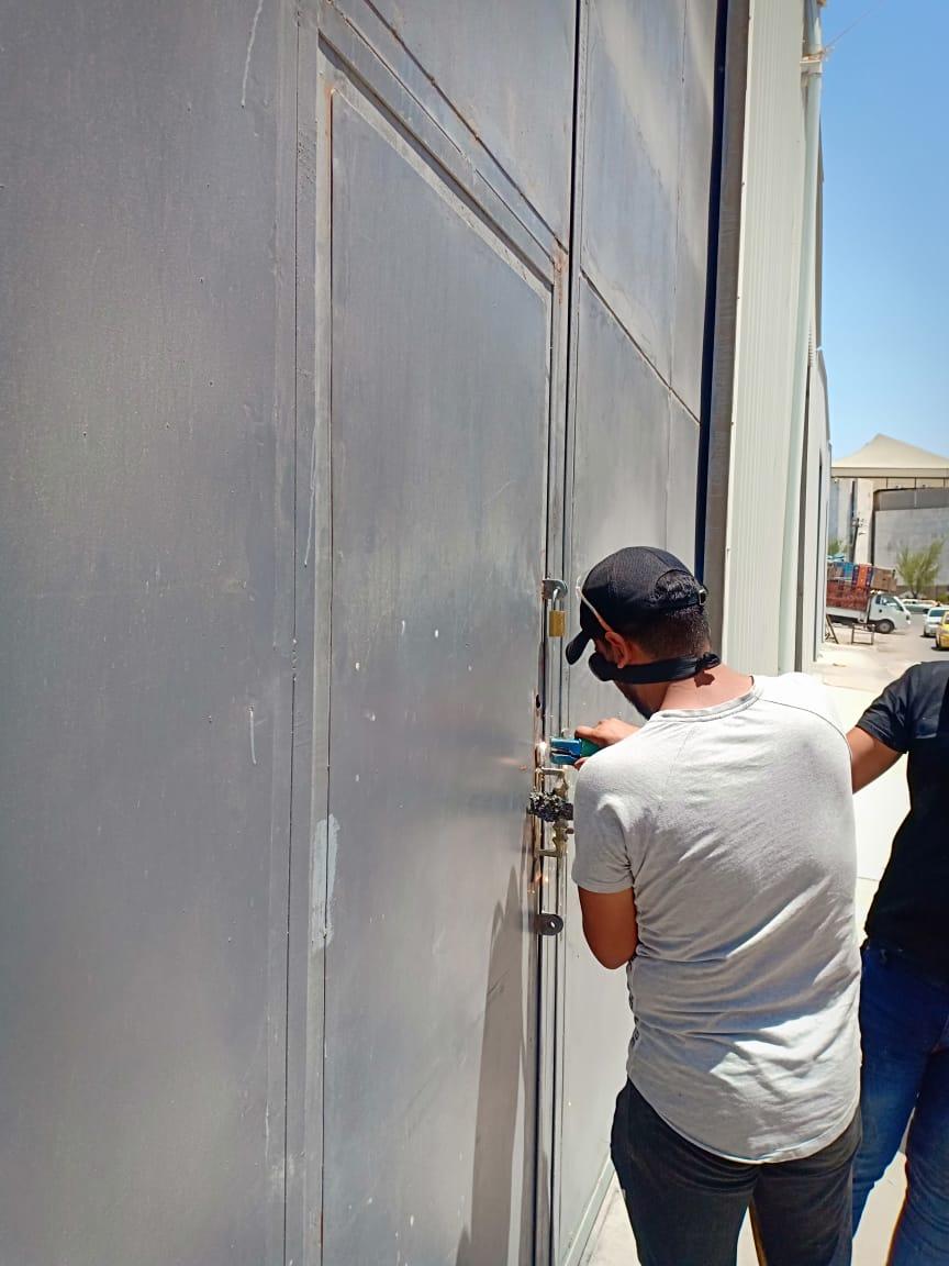 """بغداد.. اغلاق مخازن """"عملاقة"""" تزود المحافظات بالبضائع الكهربائية (صور)"""