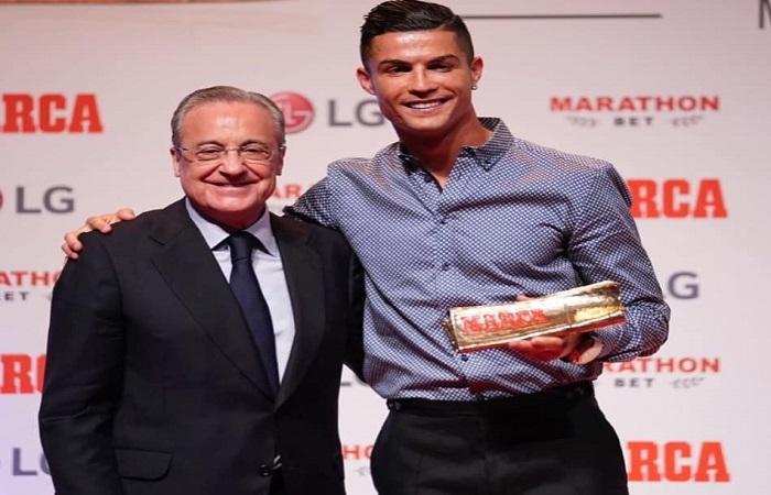 """صور: رونالدو يتسلم جائزة """"اسطورة ماركا"""".. ورئيس """"ريال مدريد"""" يعانقه على المنصة"""