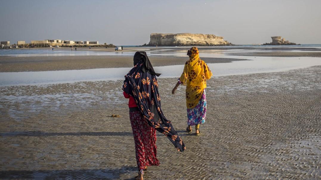 """صور: الجزيرة الإيرانية التي """"تبتلع الناقلات"""".. ماذا تعرف عن """"قَشَمْ""""؟"""