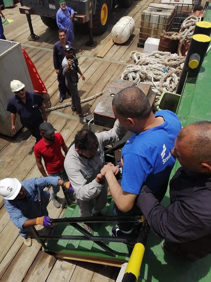 صور: عمليات إنقاذ الموظفين بعد حريق ميناء البصرة النفطي