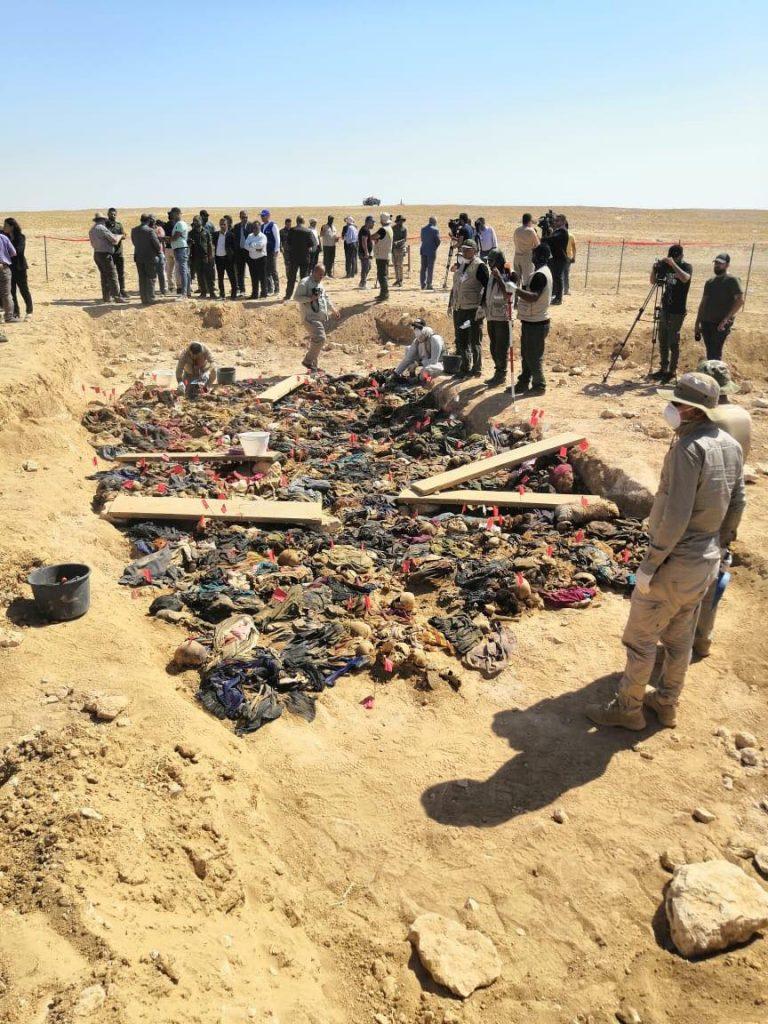 """فتح مقبرة جماعية """"كردية"""" في صحراء السماوة: أطفال معدومون بالرصاص!"""