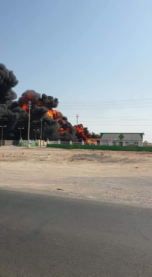 """صور: حريق """"ضخم"""" يلتهم محطة وقود في البصرة"""