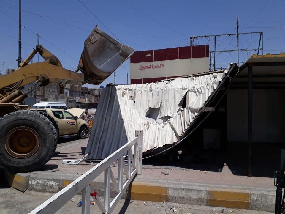 """إزالة مبان ومشوهات.. أمانة بغداد تواصل حملاتها في عمق """"الشعلة والصدر"""" (صور)"""