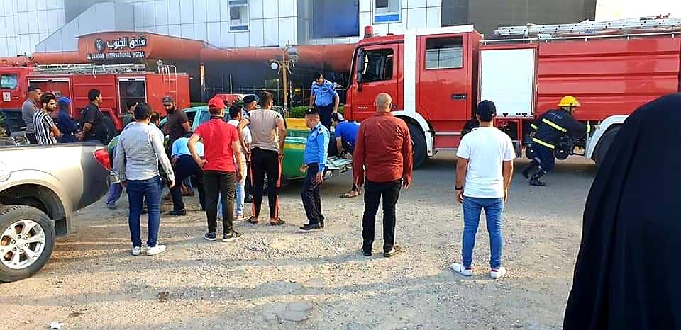 """خسائر حريق """"فندق الجنوب"""" في ذي قار.. وتعليق حكومي على منع الصحفيين من التغطية (صور)"""