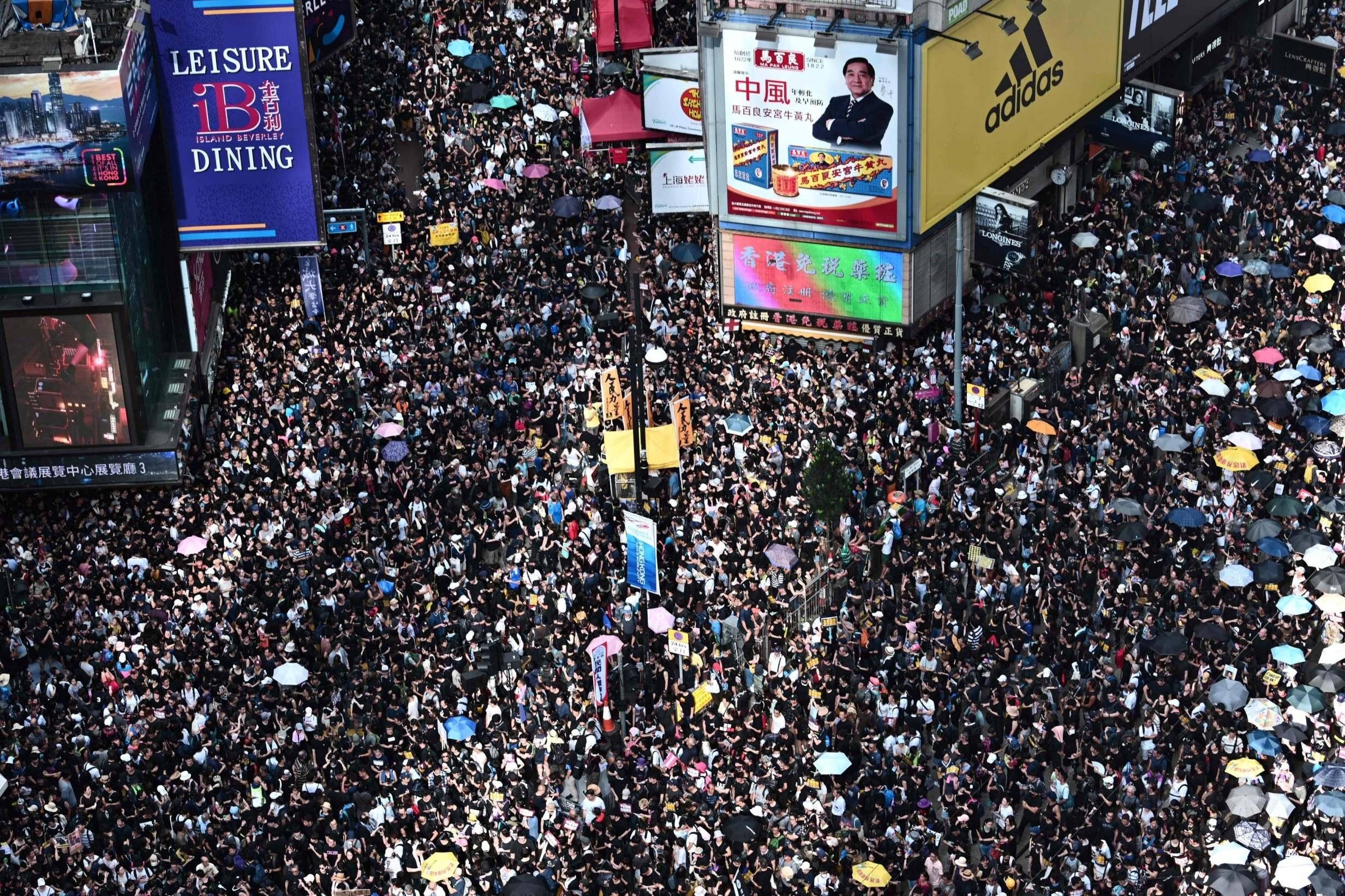خۆپیشاندەرانی هۆنگ کۆنگ چییان دەوێت و حکومەت چی دەڵێت؟