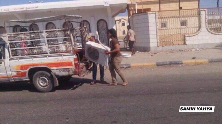 """""""حواسم"""" في اليمن .. عمليات نهب لقصر المعاشيق في العاصمة عدن"""
