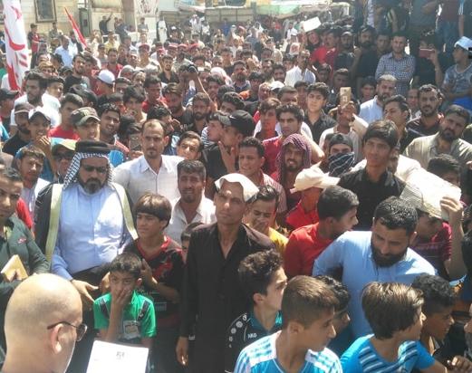 """مطالبين بـ""""اقالة جماعية"""".. المئات من مواطني ذي قار يحتشدون أمام مجلس القضاء"""