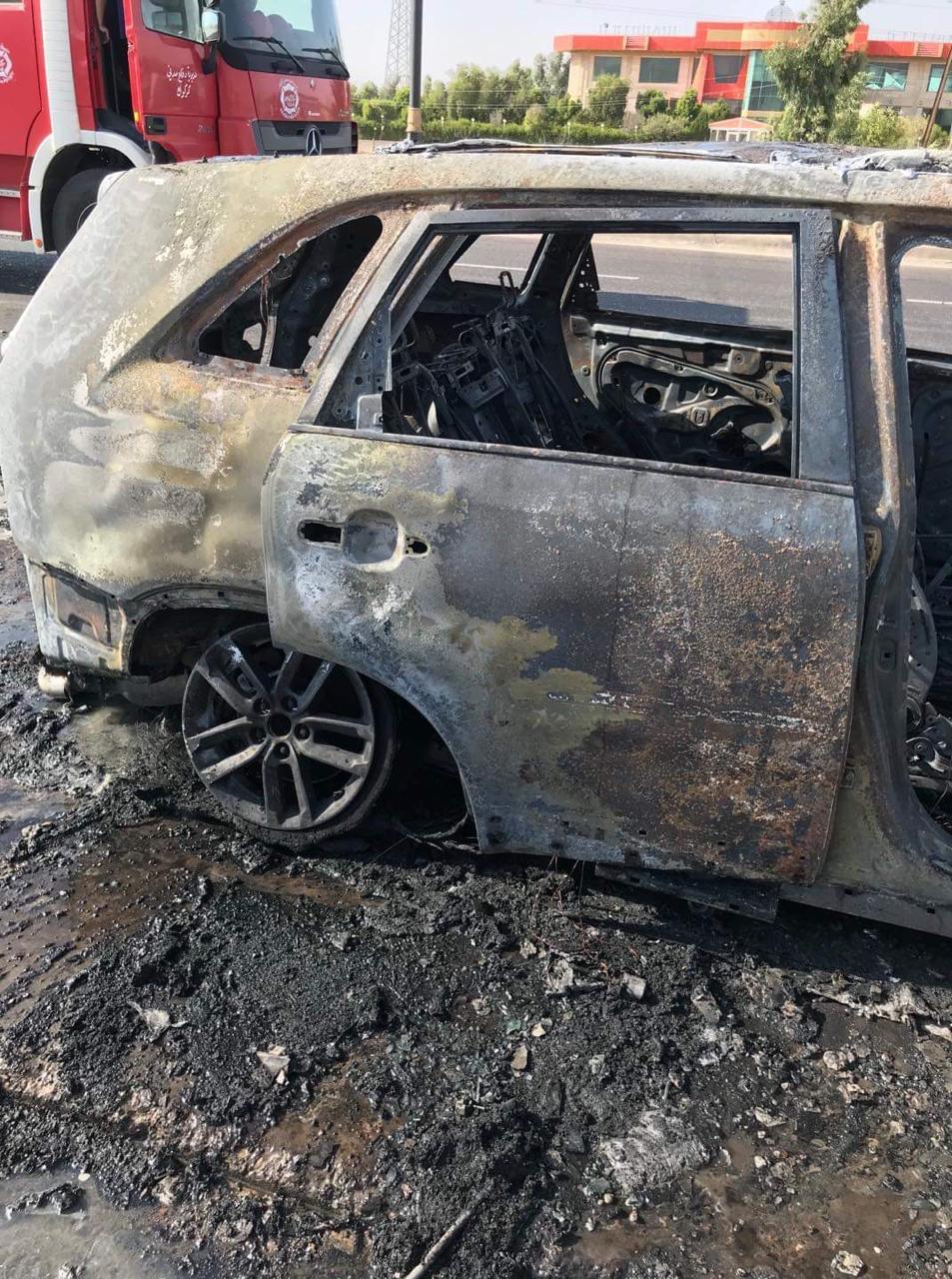 عائلة تضم 3 نساء وطفلين تنجو بأعجوبة من حريق سيارة حولها إلى حطام!