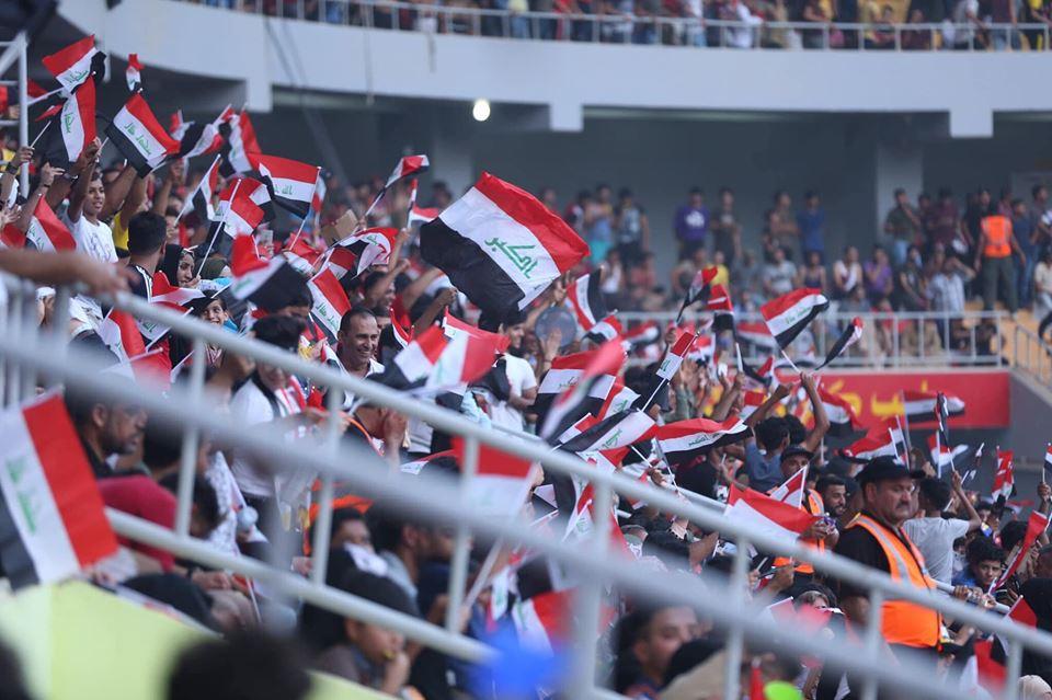 """صور: الجماهير العراقية """"بطلةً"""" لليلة غرب آسيا في كربلاء.. """"عرس"""" تزينه راية الوطن"""