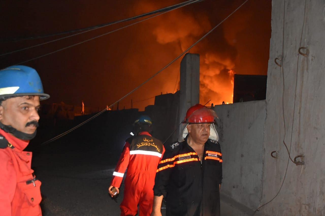 فيديو: الدفاع المدني يجابه حرائق مشجب السلاح.. ودوي الانفجارات مستمر