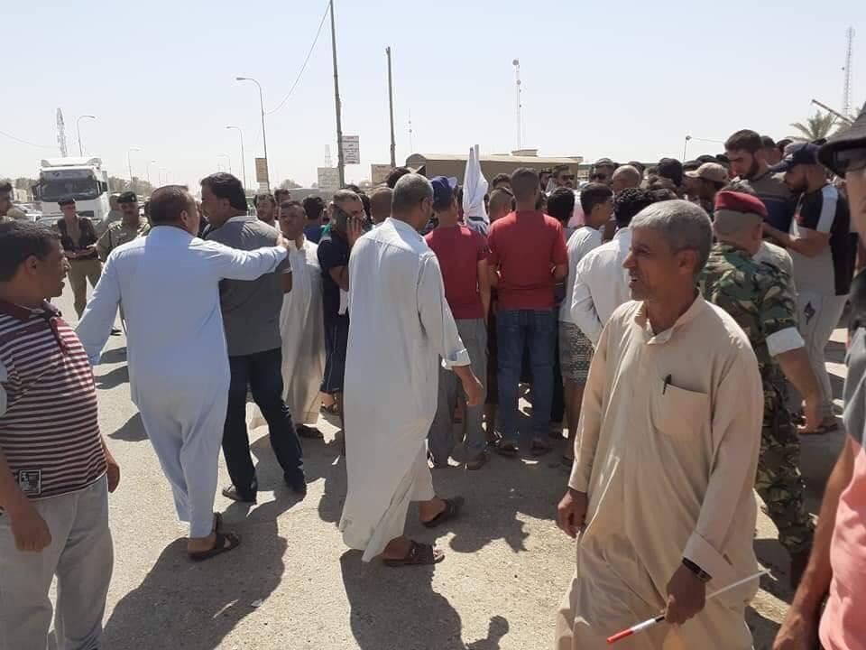 متظاهرون يقطعون طريق بعقوبة بلدروز غضبا على سوء الخدمات