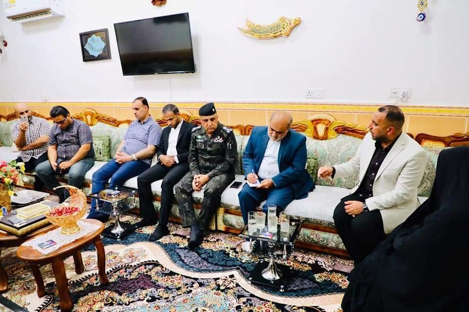 وفد من القنصلية الإيرانية يزور السيدة العراقية التي تعرضت لاعتداء في مطار مشهد