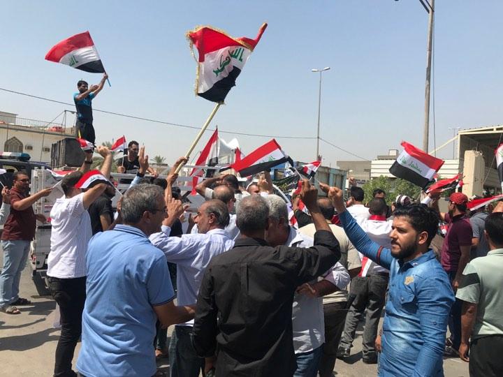 بابل تغلي من جديد: متظاهرون يطوقون مجلس المحافظة بحثاً عن أموالهم!